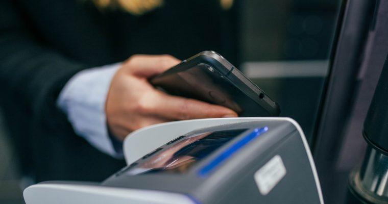 Tulevatko mobiililompakot syrjäyttämään perinteiset lompakot jo lähiaikoina?